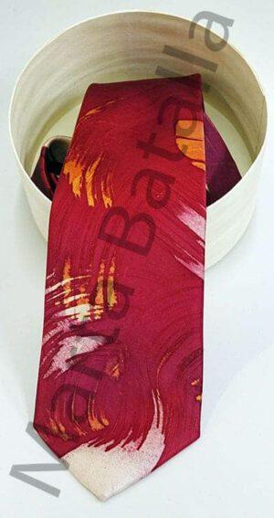 Corbata de seda pintada a mano con tonos en rojo y rasguños en amarillo